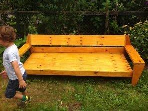 Loungebank Yelmo zelf gemaakt door Anita met onze meubelwerktekening