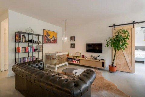 Zwevend-tv-meubel-gemaakt-door-Olivier