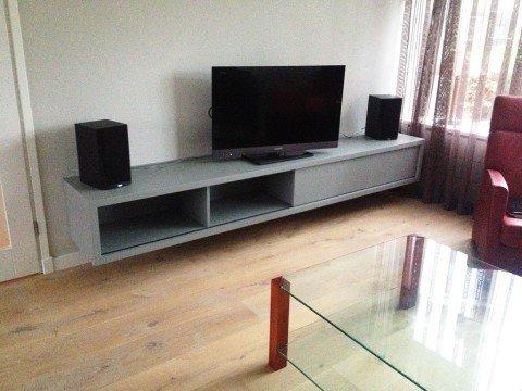 Hangend tv meubel ArturoXL gemaakt door Hendrik