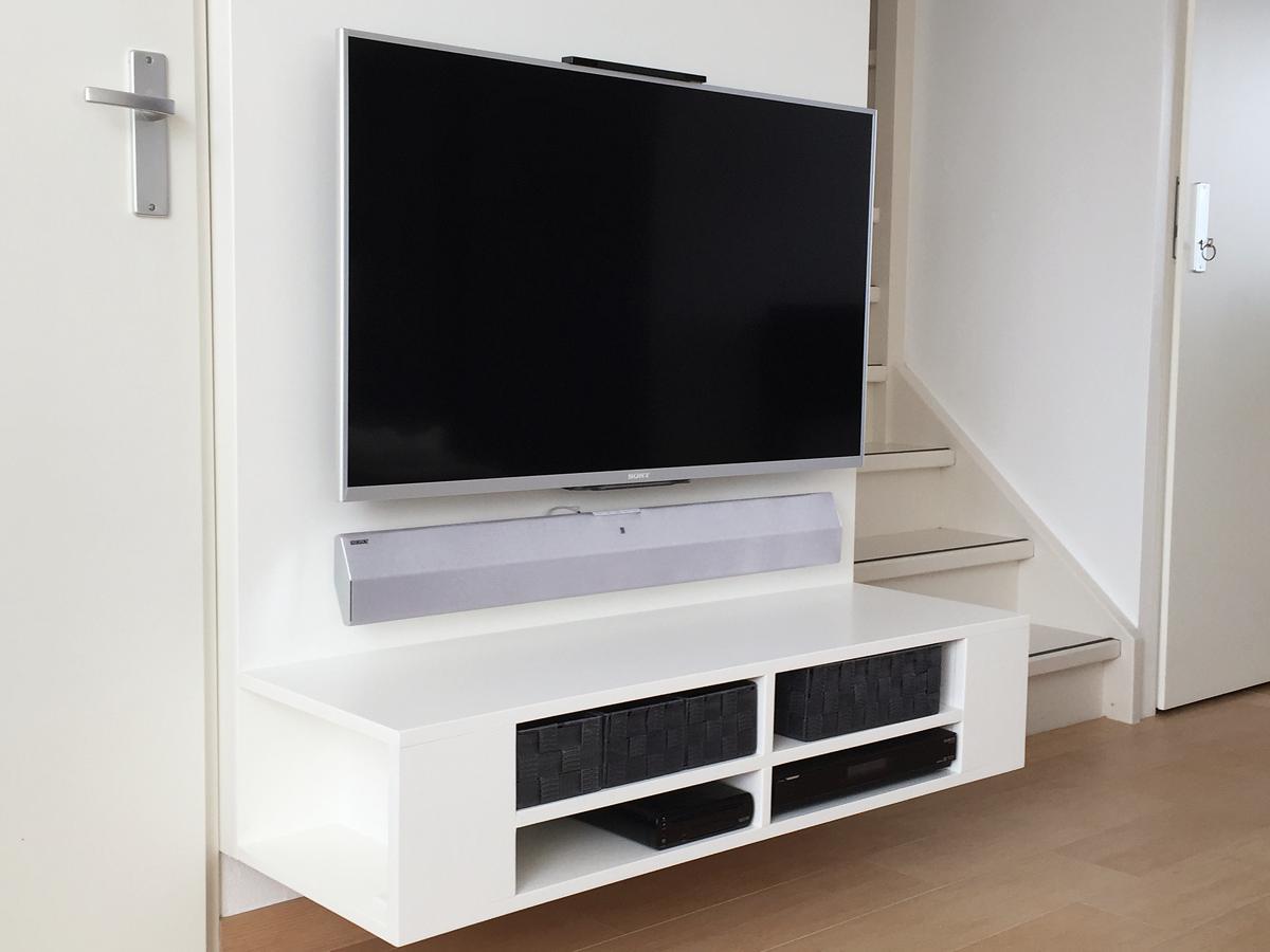 Zwevend tv meubel penelope gemaakt door joost for Zelf meubels maken