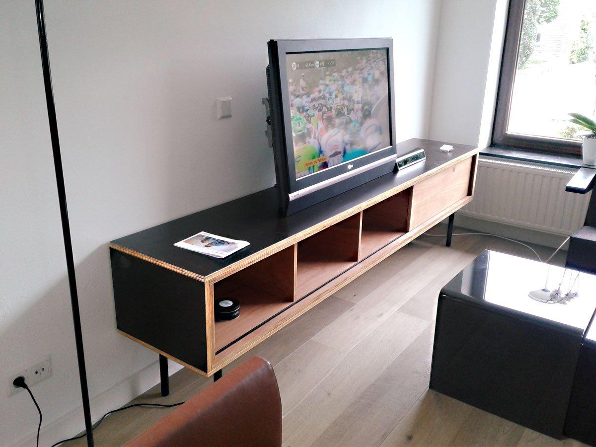 Zwevend tv-meubel ArturoXl in betonplex door Stefan