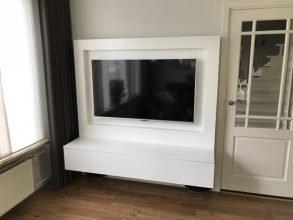 tv-meubel Penelope gebouwd door Ronny, tv verzonken.