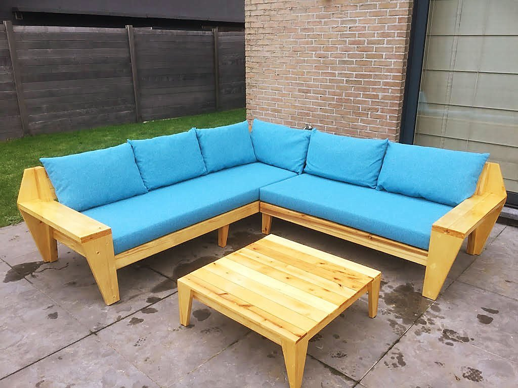 Zelfbouw-loungebank YelmoXL van steigerhout en palettenhout door Rik
