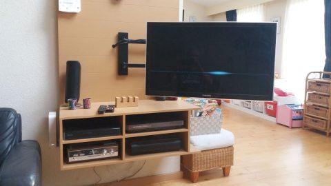 Zwevend tv-meubel Penelope -aangepast- gemaakt door Han
