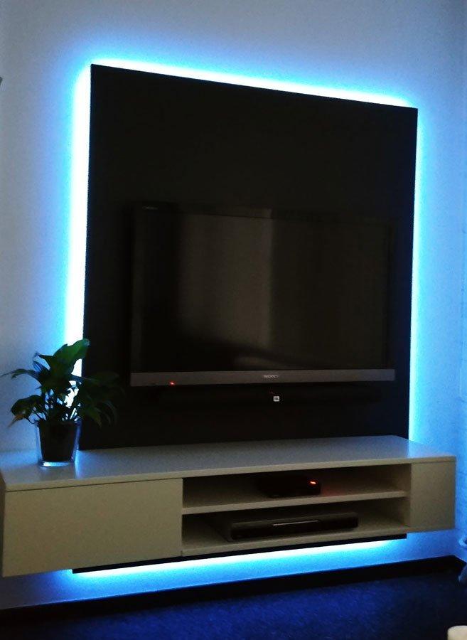 TV-kast Jordi gemaakt door Christian