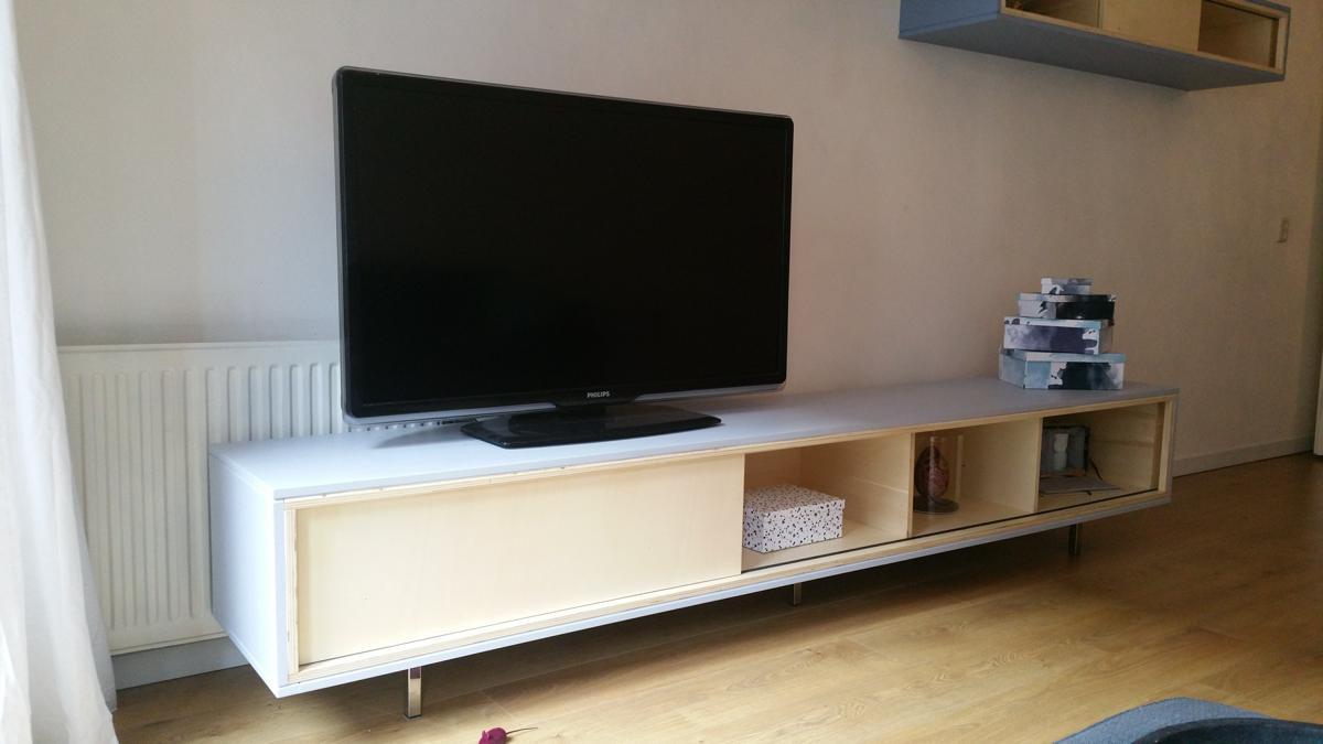 Zwevend TV meubel ArturoXL gemaakt door Harry