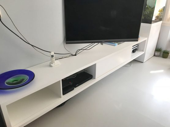 Zwevend TV meubel ArturoXL gemaakt door Maaike